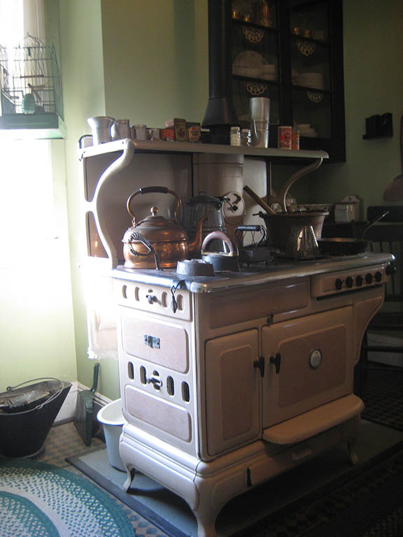 Botto_House_Stove
