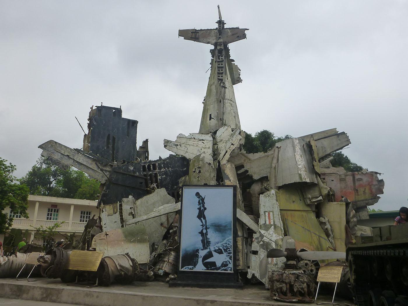 american-plane-wreckage-hanoi