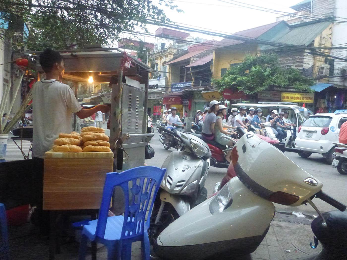 banh-mi-cart-hanoi
