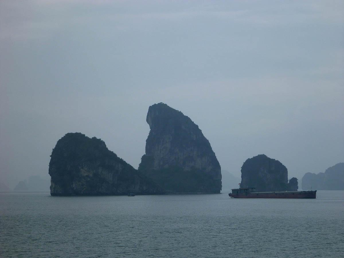 ha-long-bay-ship