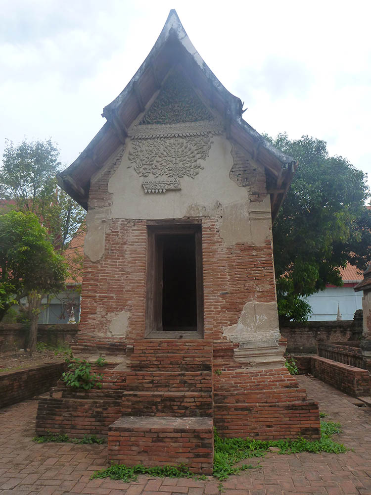 ayutthaya-small-shrine