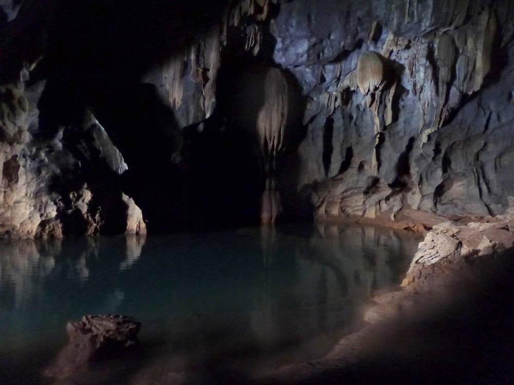 dark-cave-vietnam