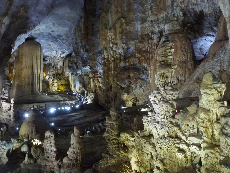 paradise-cave-vietnam